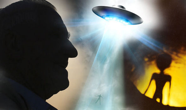 Navy whistleblower 'saw proof of aliens and UFOs on Earth' (En-Fr) 98